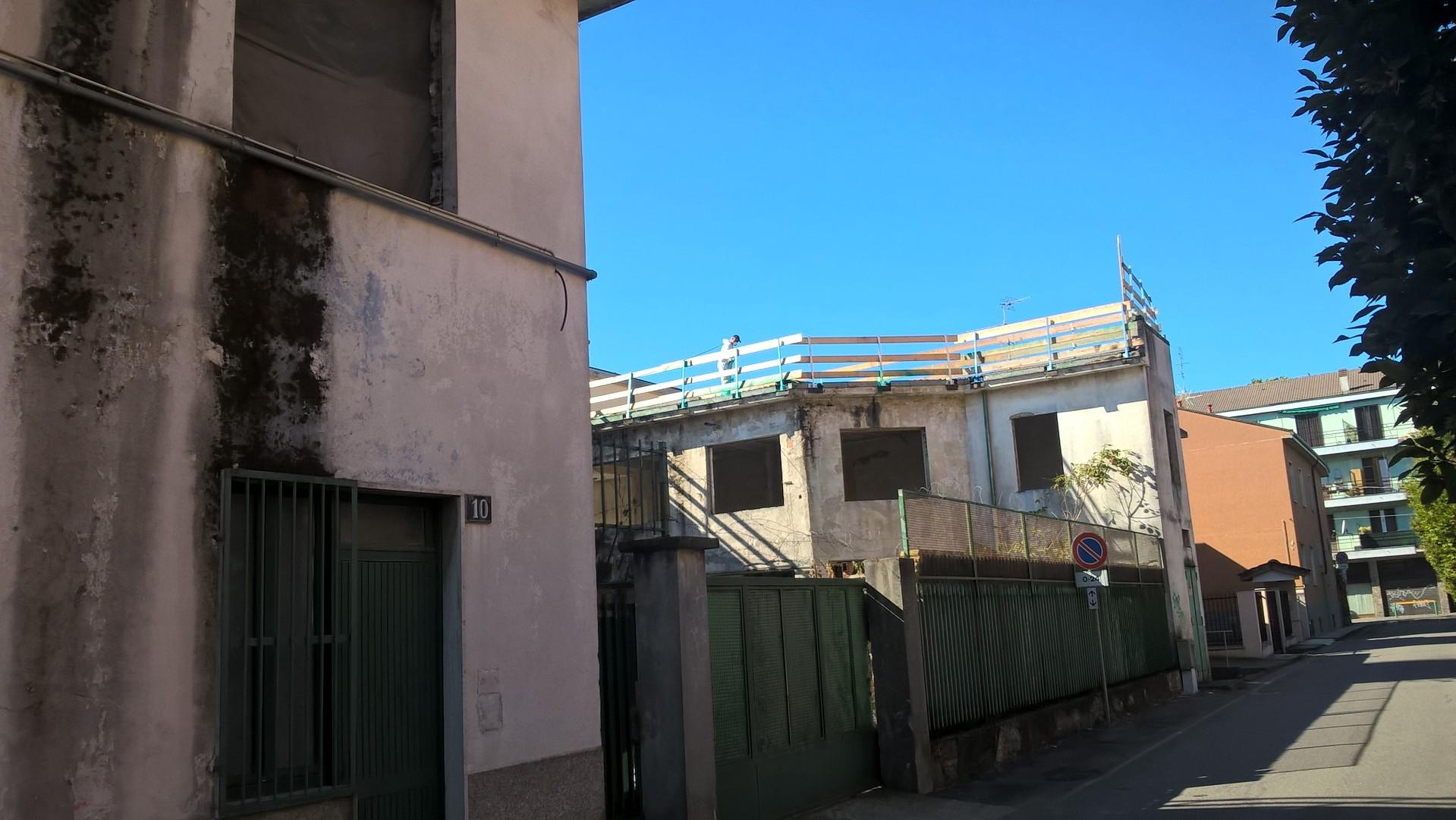 Via l'amianto da via Correggio